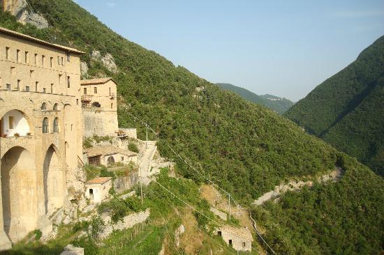 Hotel delle Ortensie: Subiaco: Il Sacro Speco di S. Benedetto