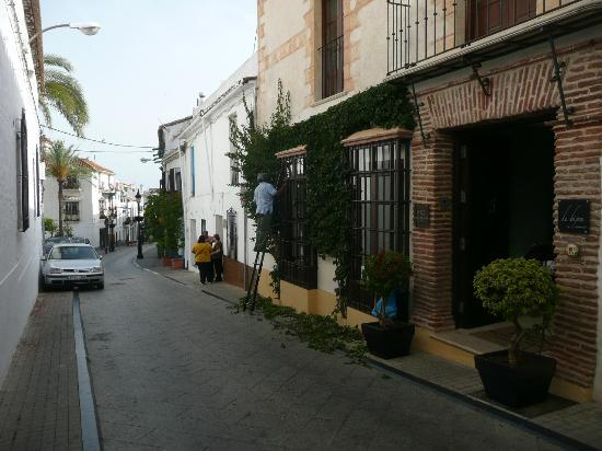 Hotel Claude Marbella: View from street