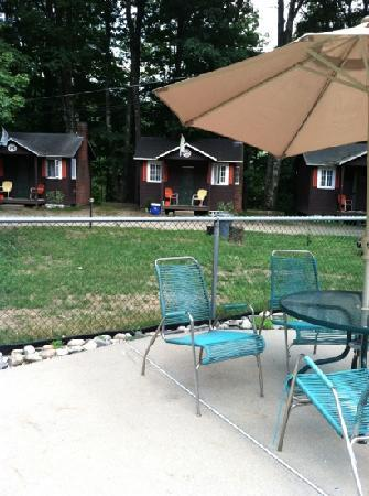 Maple Lodge Cabins and Motel: view of the cabins from the pool area