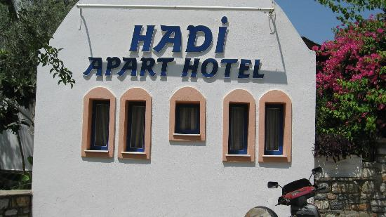 Hadi Apartments: reception