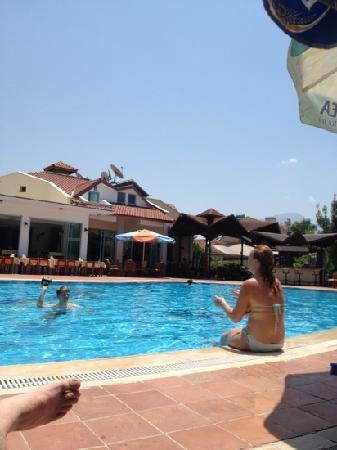 Rebin Beach Hotel: rebin beach hotel pool 