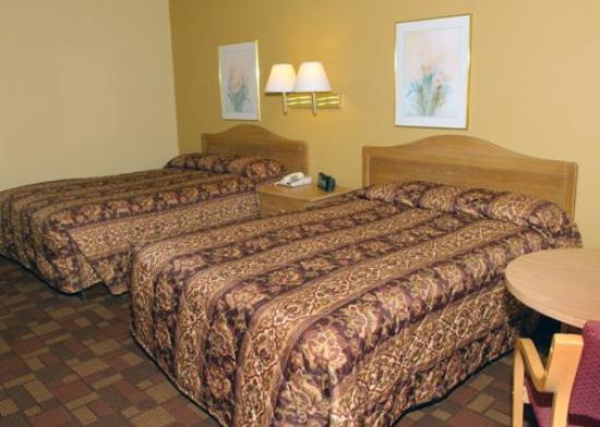 Econo Lodge Biltmore: NCTwo Double Beds