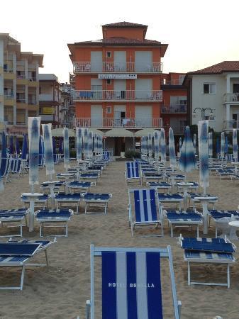 Hotel Ornella : Dall'ombrellone