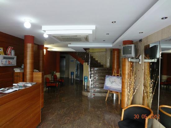 Hotel Legazpi: ENTRADA AL YOTEL