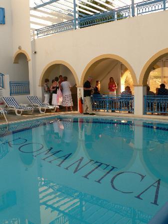 Romantica Hotel: Zicht op het zwembad