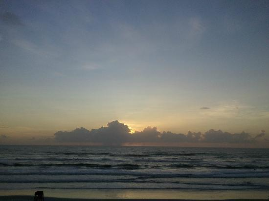 Holiday Inn Hotel & Suites Daytona Beach: Sunrise from the Balcony
