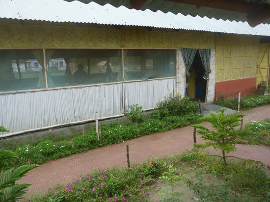 Tajpur Retreat: kitchen cum dinning