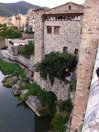 Pont Vell: Vue terrasse depuis le pont