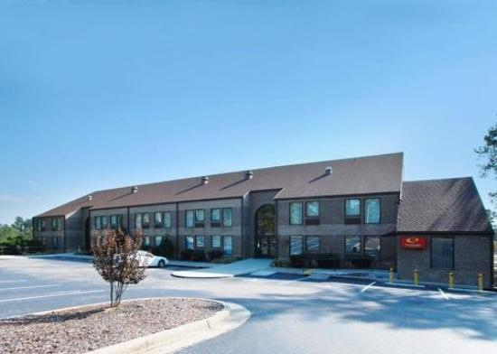Econo Lodge & Suites Southern Pines: Exterior