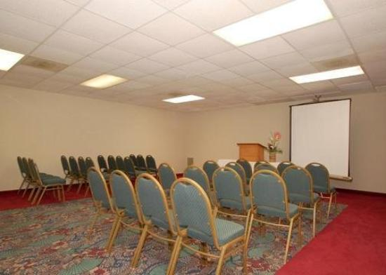 Econo Lodge & Suites Southern Pines: Meeting Room
