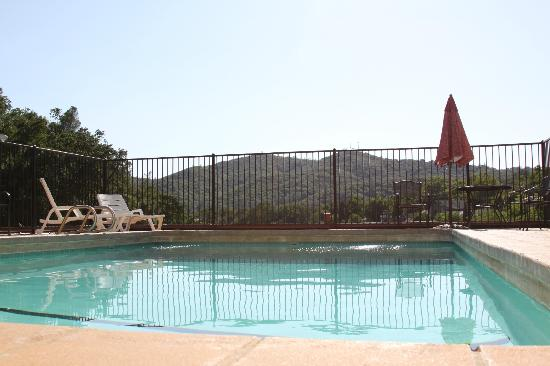 Sonora Inn: Pool Area/View from Pool