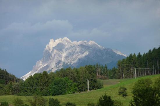 Ansitz Fonteklaus : Bergblick von der Wiese des Hotels