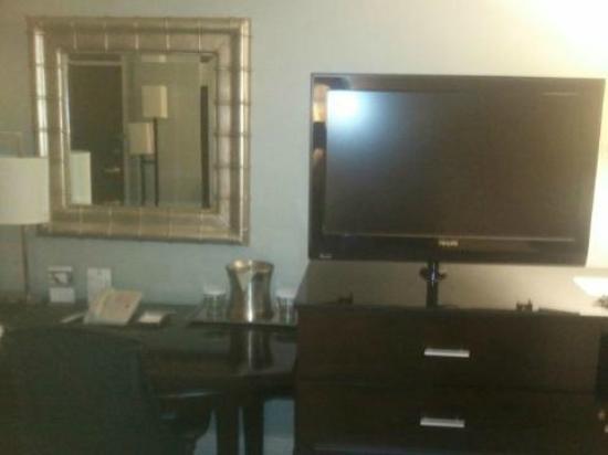 Hilton Springfield: Big flatscreen tvs
