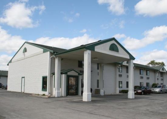 The Econo Lodge Milwaukee Airport Hotel