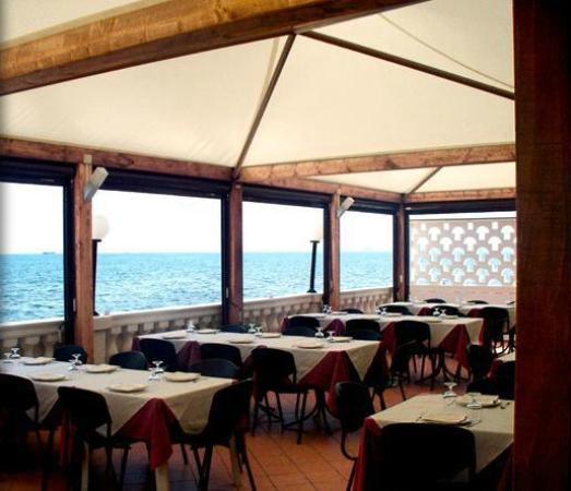 Ristorante Pizzeria Casablanca: Veranda sul mare