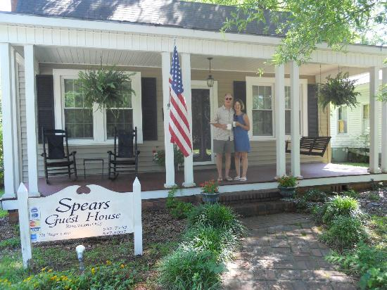 Spears Guest House: the innkeepers, Kay & Larry Spears, welcoming us