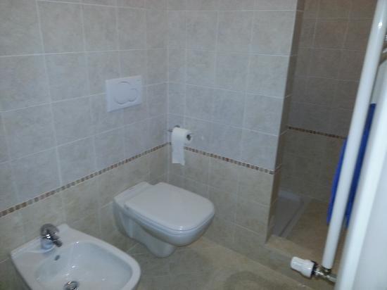 Camere Girasole: bagno con doccia