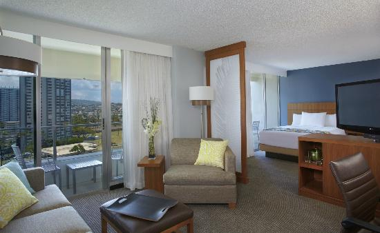 Hyatt Place Waikiki Beach: Two Queen Beds Premium Specialty Mountain View (with sofa bed)