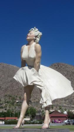 Ingleside Inn: Nearby Statue of MM in Palm Springs - 1/2 mile away.