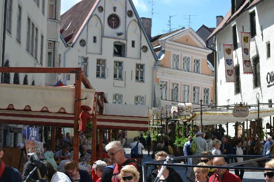 Food Sightseeing Estonia Day Tours: one of the typical street scenes