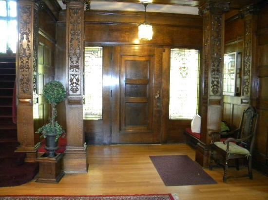 Shafer Baillie Mansion Bed and Breakfast: The beautiful doors