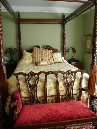 Shafer Baillie Mansion Bed and Breakfast: Queen Ann Hill room