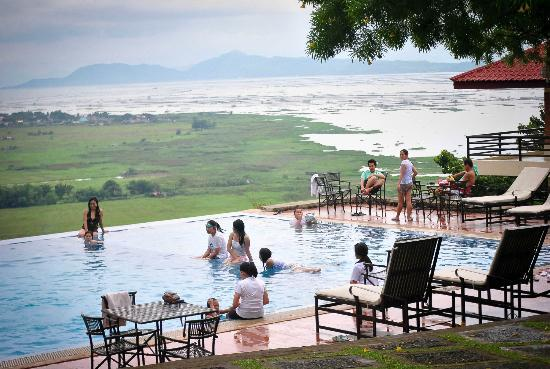 Punta de Fabian: infinity pool