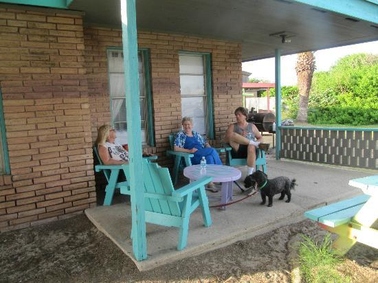 A Laughing Horse Lodge: Relaxing on the back patio