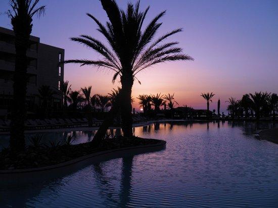 SENTIDO Rosa Beach : sunset over pool