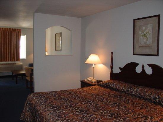 Americas Best Value Inn - New Braunfels / San Antonio: King Suite