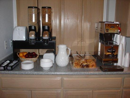 Americas Best Value Inn - New Braunfels / San Antonio: Breakfast Area Up Close