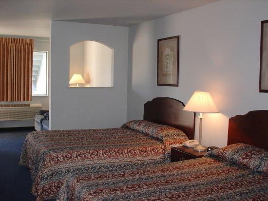 Americas Best Value Inn - New Braunfels / San Antonio : Suite with Two Queen Beds