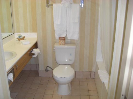 Best Western Of Long Beach : bathroom