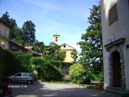 Castello Di Frino: Kirche im Osten