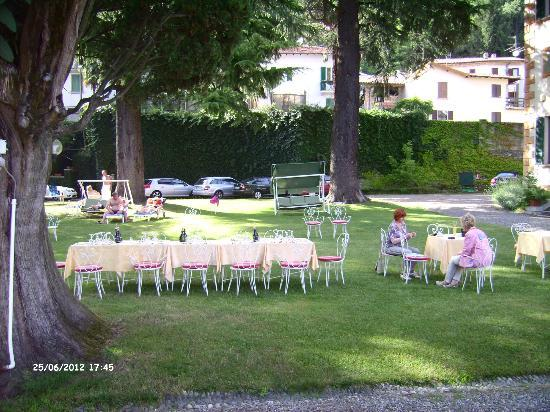 Castello Di Frino: Abendessen im Freien