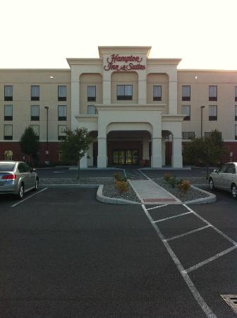 Hampton Inn & Suites Syracuse Erie Blvd/I-690: A Front Picture of the Hampton Inns and Suites