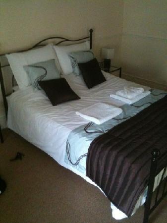 Kings Arms Hotel: upstairs bedroom