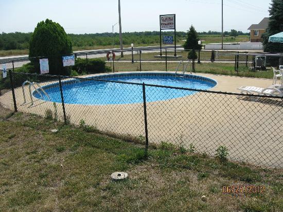 Country Inn: Beautiful, clean pool