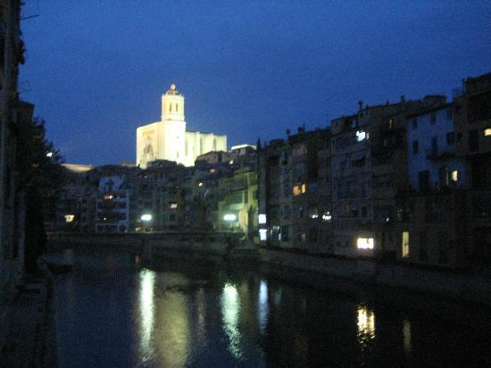 Hotel Peninsular: Cathedral by night, Girona
