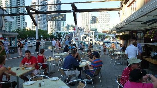 Wally Magoo's: Outdoor seating