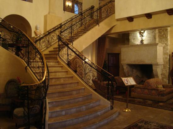 Ayres Hotel Manhattan Beach / Hawthorne: Grand Staircase