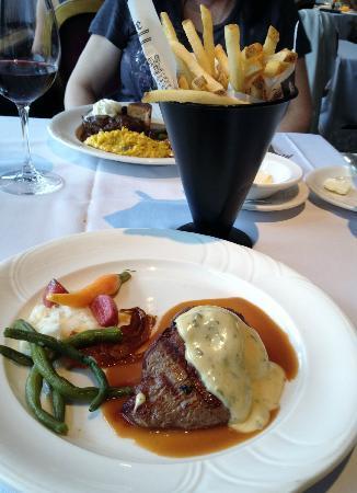 Le Beaujolais : アルバータ産の牛肉 フィレミニオンとフレンチフライも!
