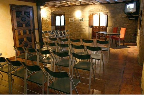 Hotel Arganzon PLAZA: Salón con sillas