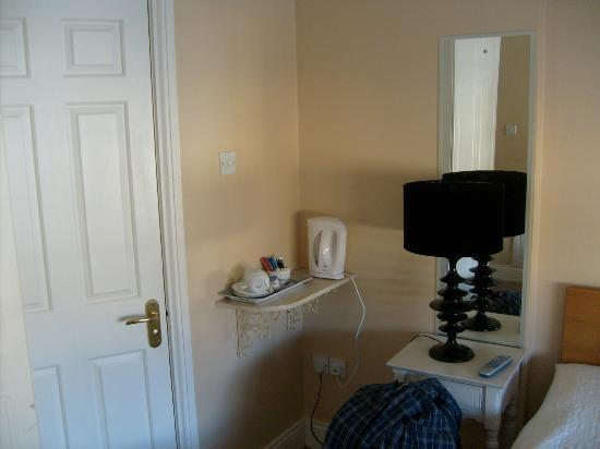 Aaron House B&B : Coffee corner and toilet