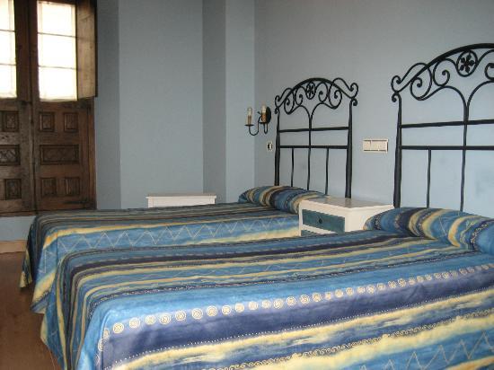 Hotel Arganzon PLAZA: Habitacion 2 camas vistas plaza