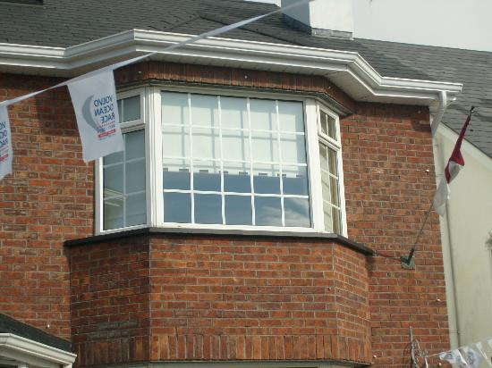 Aaron House B&B : Lovely bay window