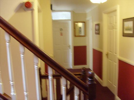 Aaron House B&B : Hallway & staircase