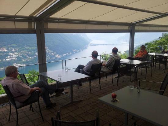 Hotel Serpiano: Auf der Terasse mit Blick auf den See