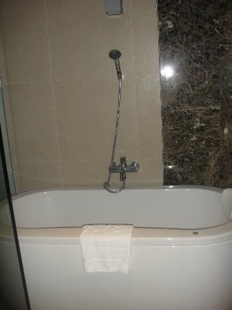 S31 Sukhumvit Hotel: the bath