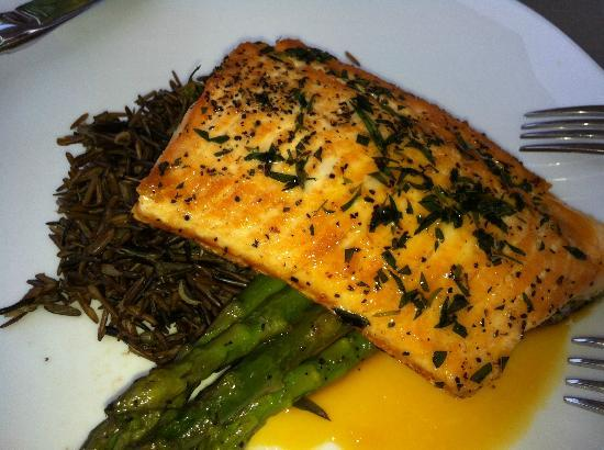 Carriage House Dining Room & Gardens: Arctic Char delicious $28, special that day